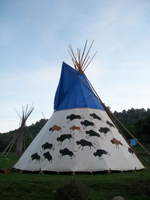 "The ""Big Family"", teepee of 7m. The painting represents a buffalo hunt scene."