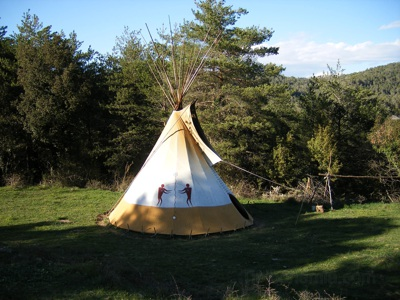 Teepee of the Friendship. It is a Cheyenne style teepee, made with cotton canvas without treatment.