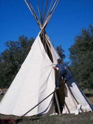 Set up a 6m teepee, Horcajo de los Montes, Spain.